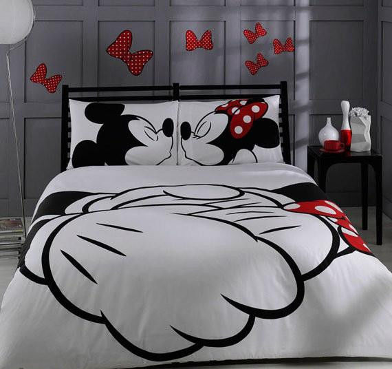 Unique Bedding Set Mickey and Minnie Mouse kissing 100% cotton