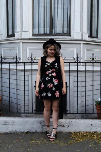 broke hell blogger dress floral dress vest