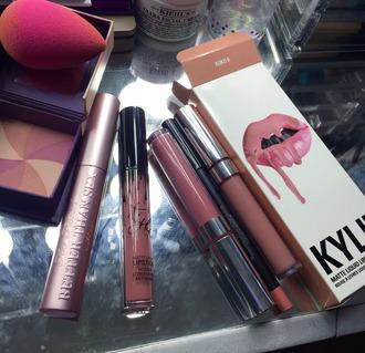 make-up beauty blender kylie cosmetics lipstick lip liner cheek blush