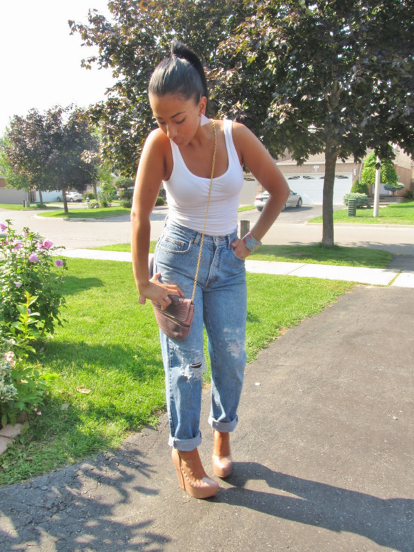 Jeans boyfriend jeans, high waisted jeans, ripped jeans, ripped light jeans,  summer outfits, shoes , Wheretoget