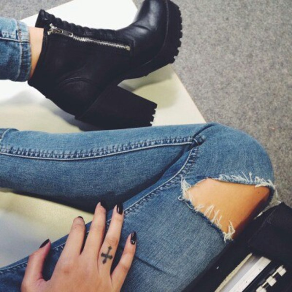 shoes black jeans on point clothing boots black boots chunky heels chunky sole boots chunky sole zip ankle boots black ankle boots leather ankle boots boyfriend jeans ripped jeans tumblr edgy grunge cute stylish fashionista tumblr shoes blue jeans