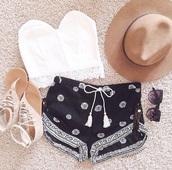 shorts,shoes,top,blouse,black shorts,white pattern,daisy,black and white,hat,sunglasses,style,sandals,flip-flops,fashion,shirt,crop tops,black,white