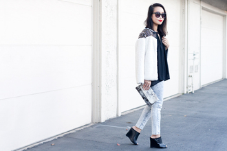 it's not her it's me blogger jeans black shoes white jacket clutch marble jacket top bag sunglasses