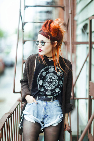 le happy blogger top sunglasses grunge sun science knitted cardigan denim shorts