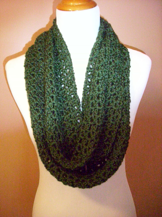 Crocheted cowl / infinity scarf / eternity scarf / hooded scarf / neck warmer / green / dark green / hunter green / evergreen