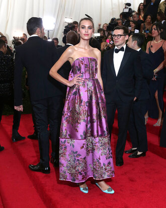 dress gown strapless red carpet dress alexa chung flats purple shoes met gala metgala2015