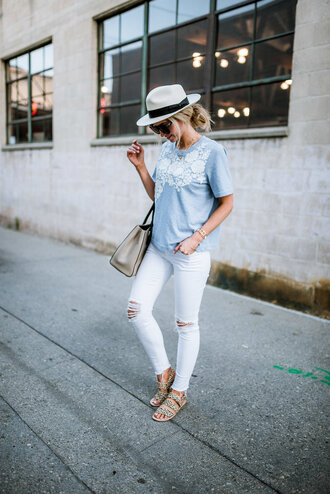 t-shirt tumblr grey t-shirt denim jeans white jeans skinny jeans ripped jeans sandals flat sandals felt hat hat shoes