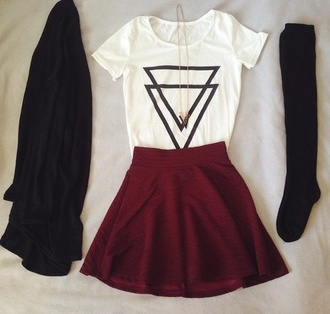 diamonds t-shirt jewels shirt skirt clothes red skirt newlook riverisland brands triangle socks hipster white black triangles top blanc noir haut cardigan white with triangles and skirt grunge
