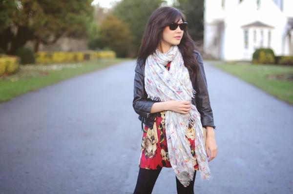 temporary secretary dress jacket scarf shoes sunglasses bag