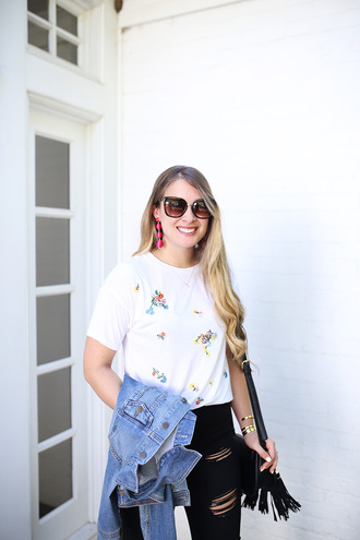 t-shirt embroidered t-shirt distressed denim skinny jeans denim jacket earrings blogger blogger style crossbody bag