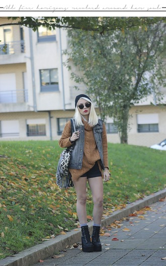 the black effect blogger sweater jacket shorts jewels shoes