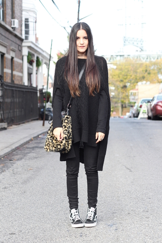 dress like jess blogger sweater shirt jeans bag shoes jewels make-up vans outfits black cardigan cardigan fur bag leopard print black jeans high top sneakers black sneakers vans black cable knit sweater