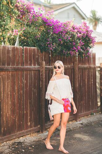 modern ensemble blogger top shorts jewels shoes bag sunglasses white top shoulder bag sandals summer outfits
