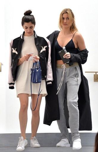 top crop tops pants sweatpants model off-duty hailey baldwin
