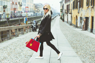 peace love shea blogger red bag casual black coat black jeans