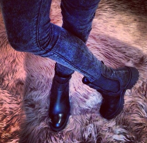 sea of shoes shoes jeans clothes black boots biker boots jewels