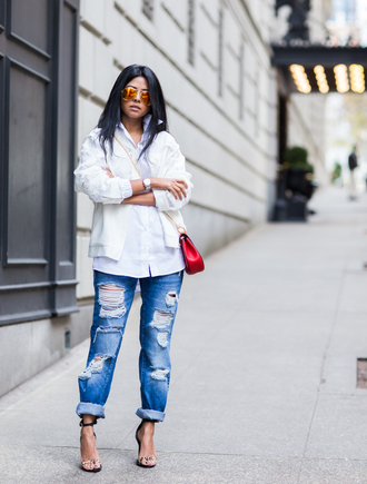walk in wonderland blogger sandals ripped jeans red bag white jacket white shirt mirrored sunglasses shoes