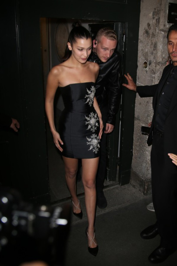 dress strapless mini dress bella hadid model pumps milan fashion week 2017 shoes