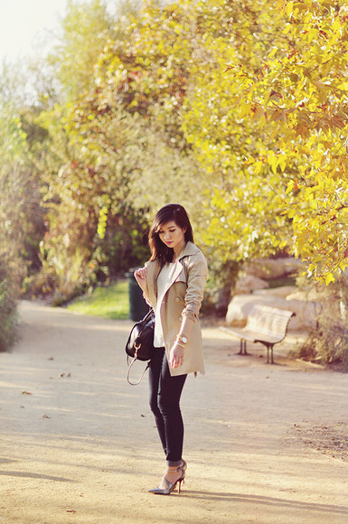 trench coat beige blogger bag jeans fresh fizzle high heels