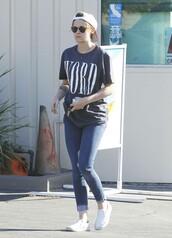 t-shirt,top,kristen stewart,jeans,hat,kirsten stewart,word,trainers,outfit,tomboy,tumblr outfit