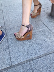 shoes,brown platform,high heels,leopard print,wooden heel,bag