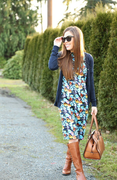 dress corilynn blogger floral dress handbag cardigan brown leather boots