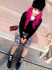 pink hair,black beanie,beanie with spikes,army shorts,bitch necklace,weed socks,black long sleeve shirt,jordans,tumblr girl