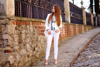 only my fashion style blogger white sandals white jeans white jacket floral shirt