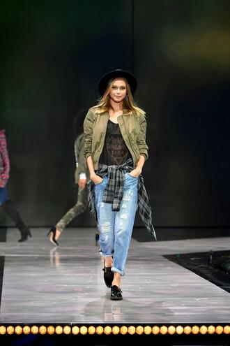 jacket jeans hat fall outfits top ny fashion week 2016 flats shirt