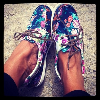 shoes sperry floral blue brown cute canvas boat shoes white flowers vans floral shoes boat shoes sperry top siders girl flower crown boat blue floral sperrys boat shoes roses sebago shoes floral boat shoes nike