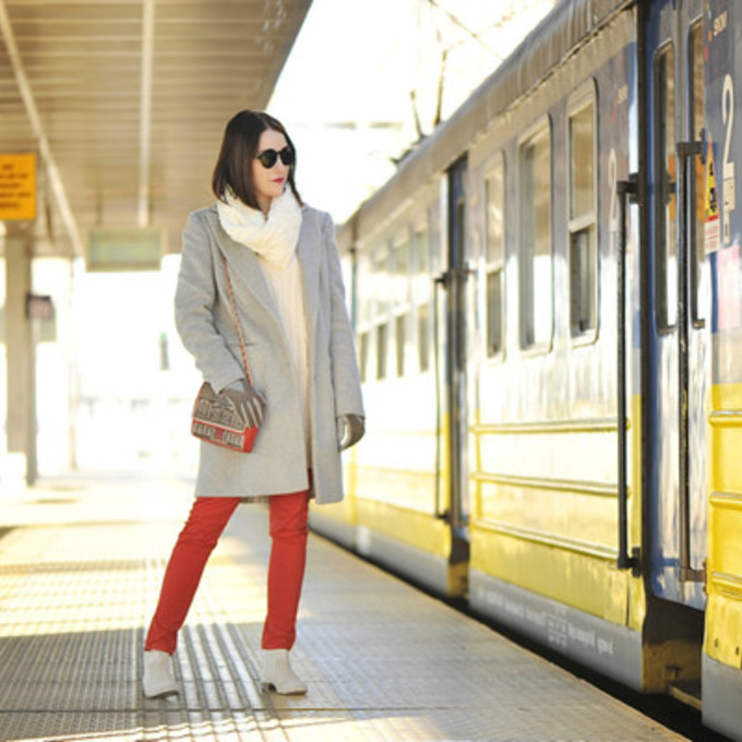 jewels scarf jeans sunglasses shoes sweater coat bag top blogger gloves winter coat shiny sil red pants skinny pants grey coat shoulder bag scarf red