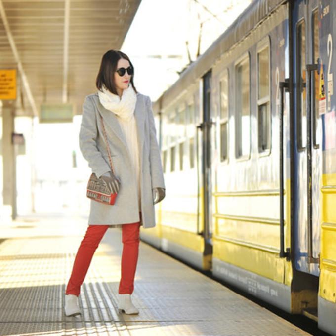 scarf jeans sunglasses shoes sweater coat top bag jewels blogger winter coat gloves shiny sil red pants skinny pants grey coat shoulder bag scarf red