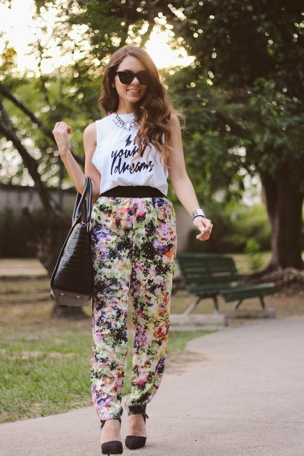 nany's klozet t-shirt pants jewels sunglasses bag shoes