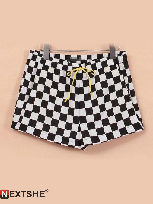 Black & white plaid elastic mid waist shorts with pockets