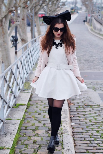 elodie in paris blogger coat dress jewels shoes sunglasses