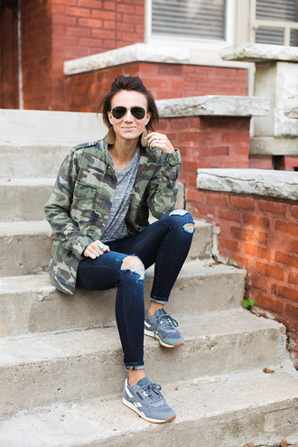 one little momma blogger jacket t-shirt jeans sunglasses jewels camo jacket sneakers ripped jeans grey t-shirt