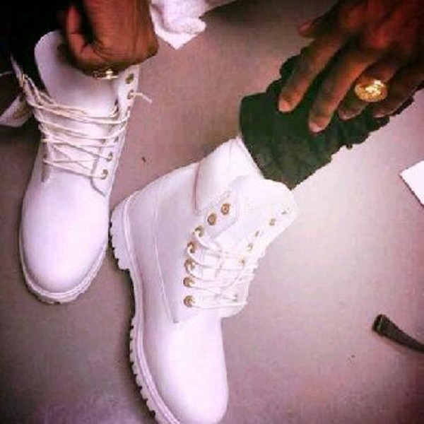 shoes white timberlands men timberland boots shoes timberlands timberlands and gold chain timberland boots boot white timberlands white boots white gold fashion clothes style mens shoes dress white timberlands❤️