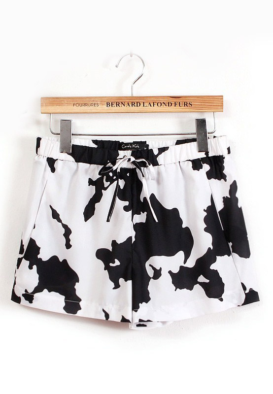 Black White Drawstring Waist Cows Print Shorts - Sheinside.com