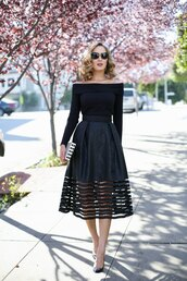 the classy cubicle,blogger,all black everything,midi skirt,black top,heels,black sunglasses,spring outfits,black off shoulder top,long sleeves,off the shoulder top,off the shoulder,black skirt,mesh skirt,clutch,printed clutch,pumps,pointed toe pumps,black pumps,date outfit,valentines day