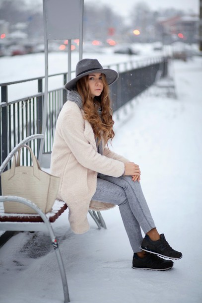acid coke blogger bag grey jeans fedora fuzzy coat
