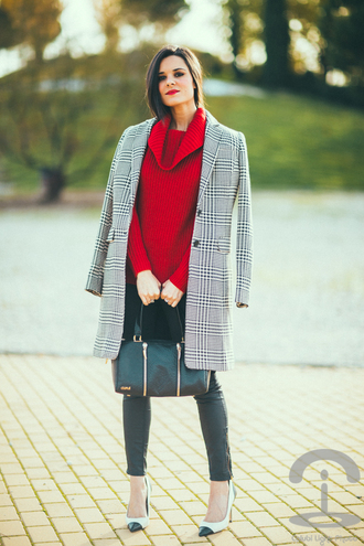 blogger bag crimenes de la moda red sweater coat stilettos