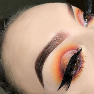 make-up winged eyeliner