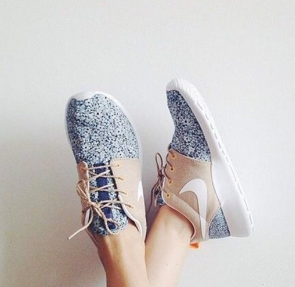 nike running shoes blue shoes pattern white bottom neutral colors shoes