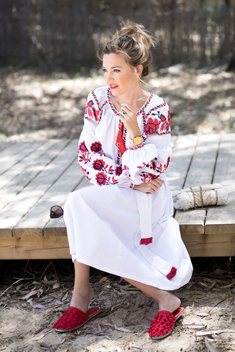 mi aventura con la moda blogger dress jewels shoes bag midi dress peasant dress white dress spring outfits slippers