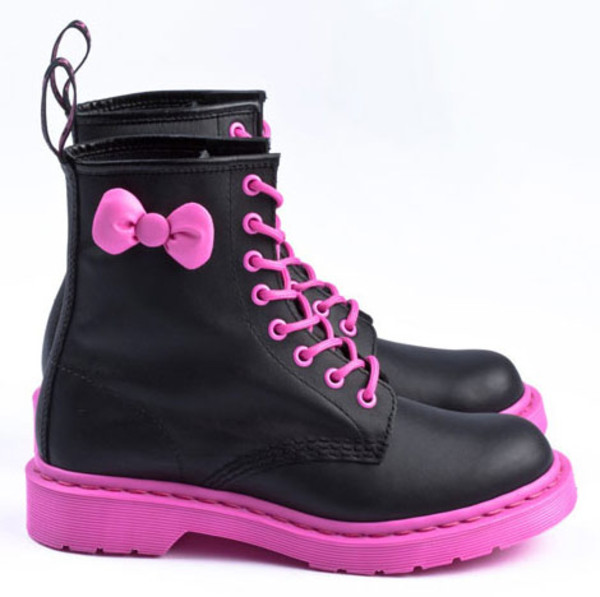 shoes boots combat boots DrMartens DrMartens pink black bows DrMartens DrMartens bow kawaii hello kitty leather faux leather cute emo scene alternative rock punk rock lace up laces pink laces kaylaa waylaa