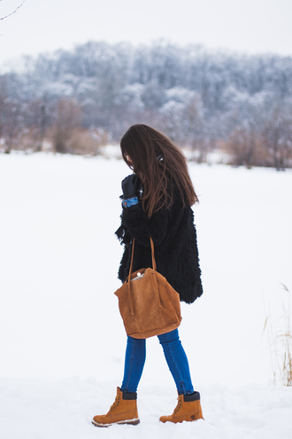 coat tumblr black coat fuzzy coat black fluffy coat bag suede suede bag brown bag denim jeans blue jeans skinny jeans boots timberlands timberland winter outfits winter boots gloves