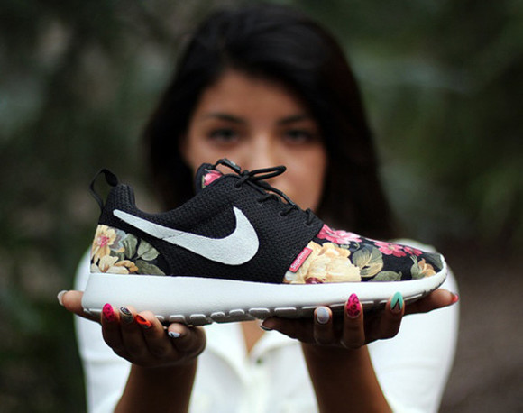 supreme shoes nike kikeronincheese, nike, flowers, supremo nike roshe run