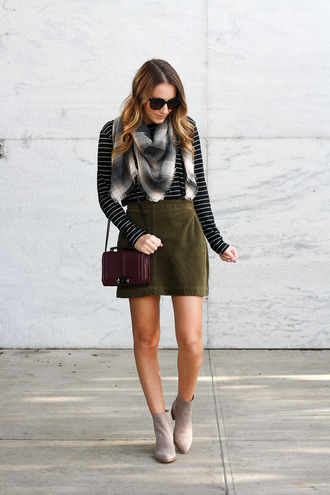 twenties girl style blogger t-shirt skirt scarf shoes sunglasses bag cardigan sweater fall outfits green skirt ankle boots striped top
