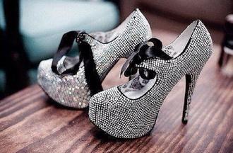 shoes sheer lips high heels gold white pearls ring versace drake migos diamonds bling sandals sneakers heels jewels false piercing piercing nude lingerie bra undies
