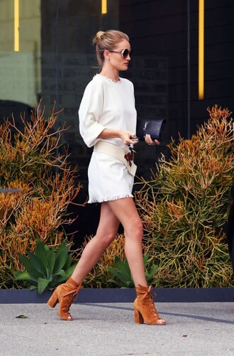 booties suede boots suede mini dress rosie huntington-whiteley model off-duty spring outfits white dress black bag clutch yves saint laurent round sunglasses date outfit fringed dress